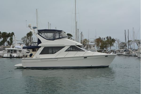 39' BAYLINER 3988 MOTORYACHT (2002) SOLD