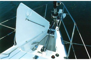 45' HUNTER 456 CENTER COCKPIT (2004)