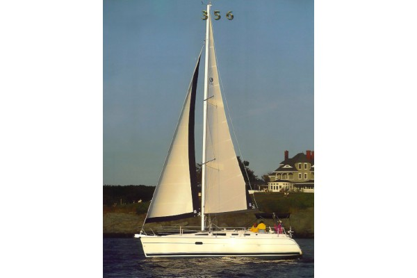 "35' HUNTER 356 (2004) ""DE MINIMIS"" OFF MARKET"