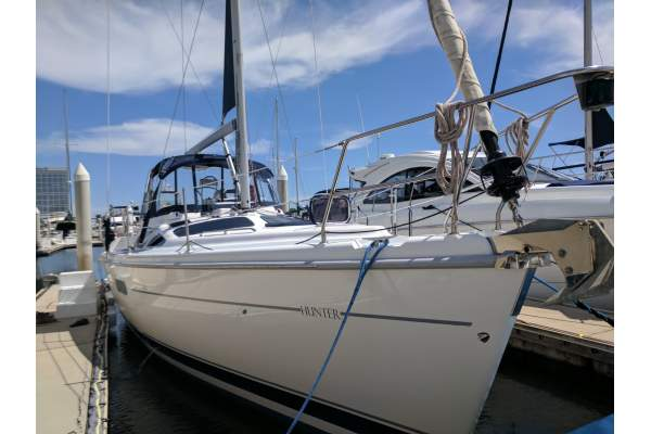 "42' HUNTER 420 CENTER COCKPIT (2001) ""WINDSWEPT"" SOLD"