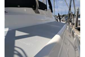 "42' HUNTER 420 CENTER COCKPIT (2001) ""WINDSWEPT"""