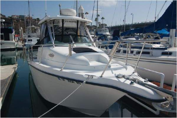 26' SEASWIRL STRIPER 2601 WALKAROUND O/B (2005) SOLD!