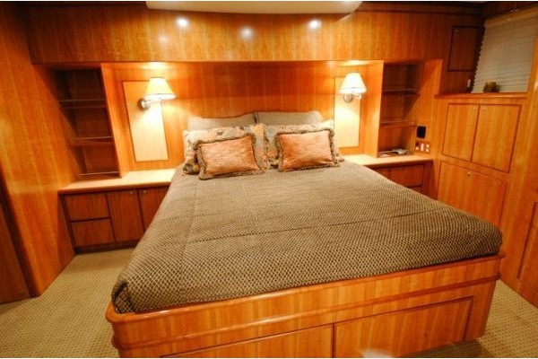 Meridian Yachts Reviews 2005 58' MERIDIAN 580 PILOTHOUSE In