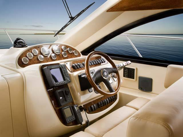 Meridian 411 Sedan Optional Lower Helm