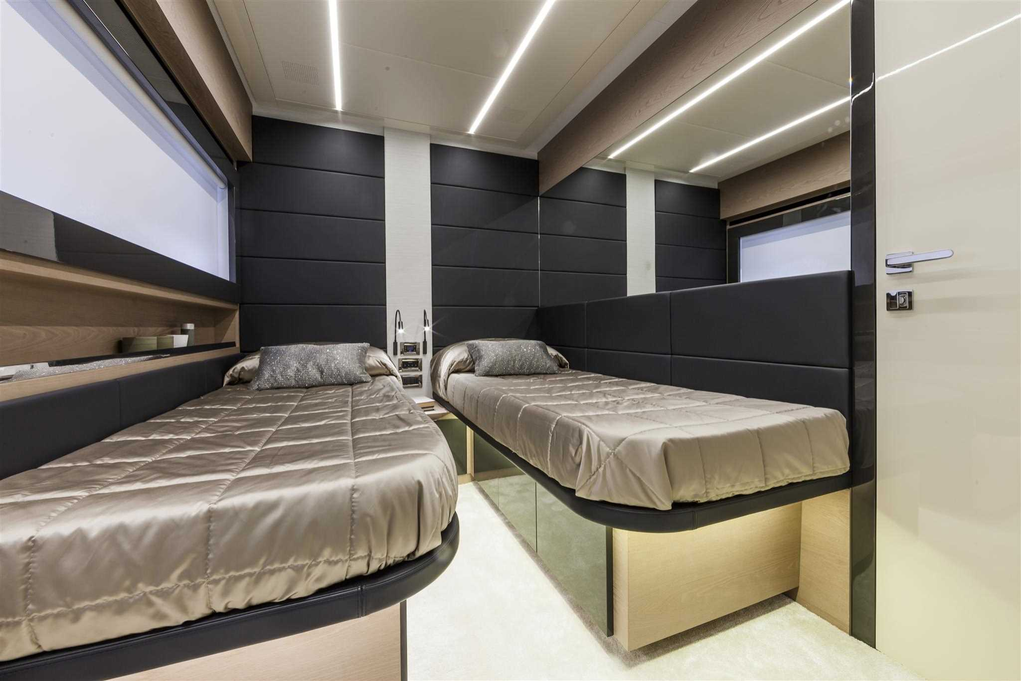 2018 Pershing 70 Yacht Guest Beds