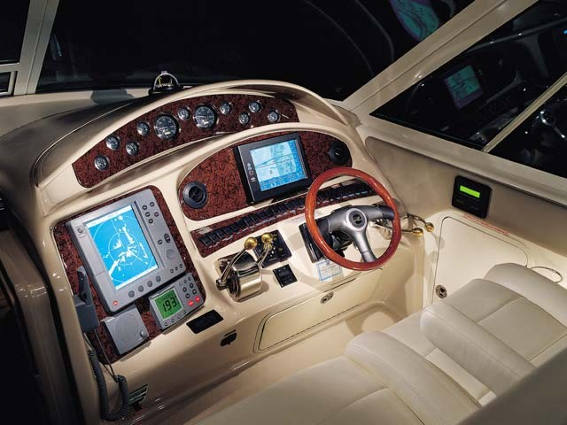 2005 Sea Ray 390 Motor Yacht Control Station