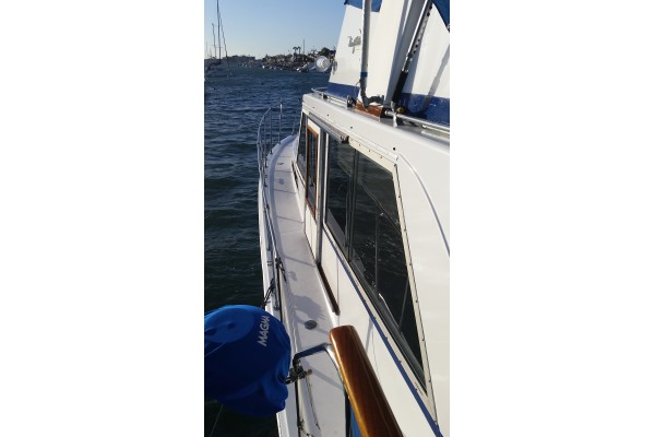 1977 42 Uniflite Aft Cabin Bristol Condition Yacht For
