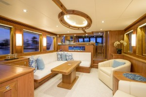 65' OUTER REEF 65 MOTOR YACHT (2008)