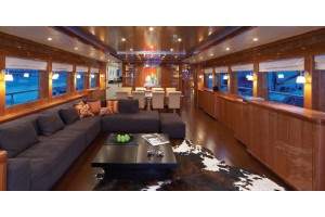 105' JOHNSON 105 MOTOR YACHT (2008)