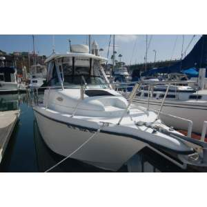 26' SEASWIRL STRIPER 2601 WALKAROUND O/B (2005)