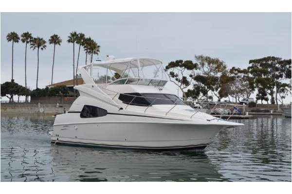 "33' SILVERTON 330 SPORT BRIDGE (2003) ""ESCAPADE"" SOLD"