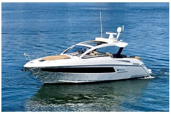 39' CRUISERS 390 EXPRESS COUPE (2015) SOLD!