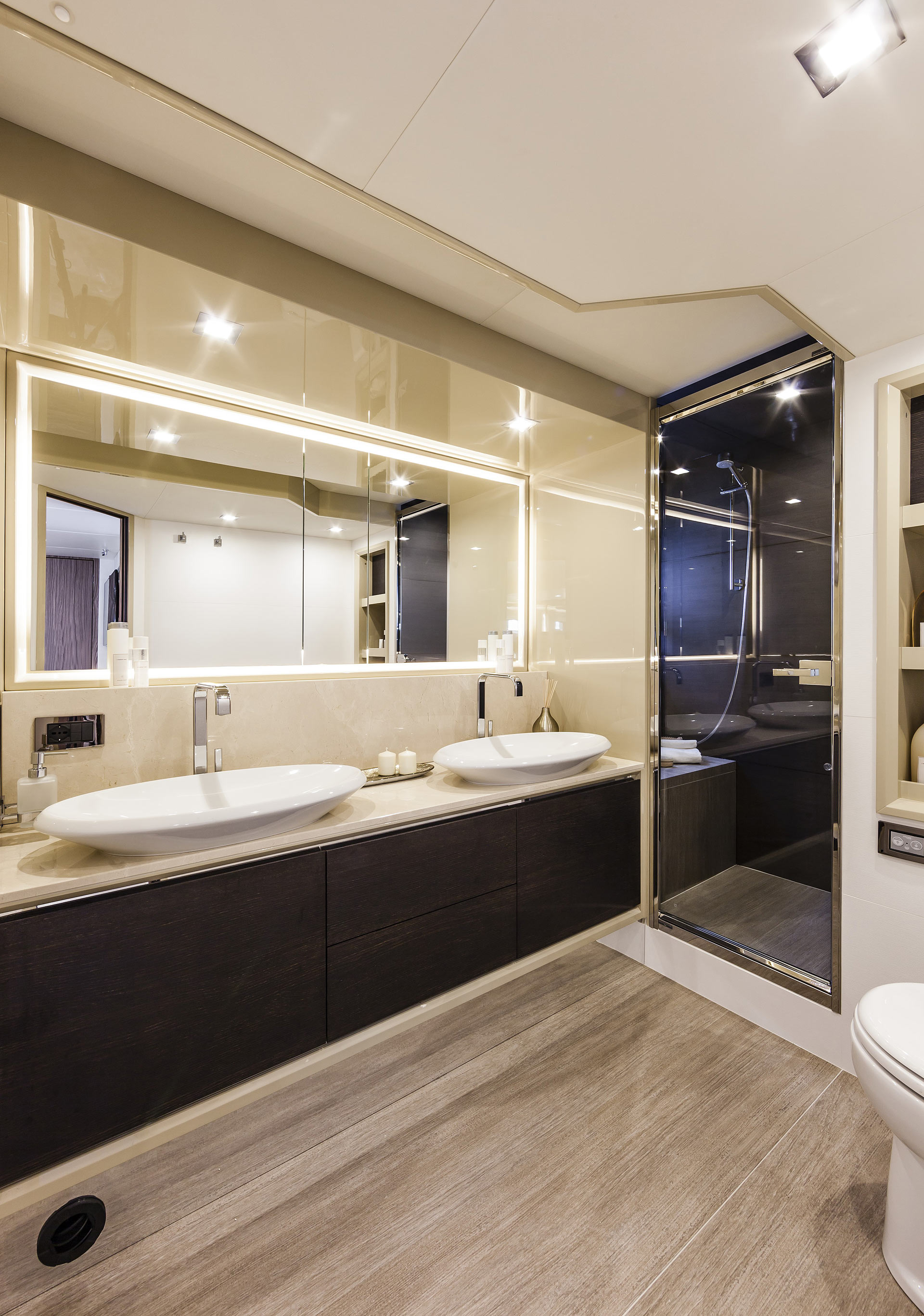 Absolute 60 Fly Luxury Yacht Bathroom Sinks