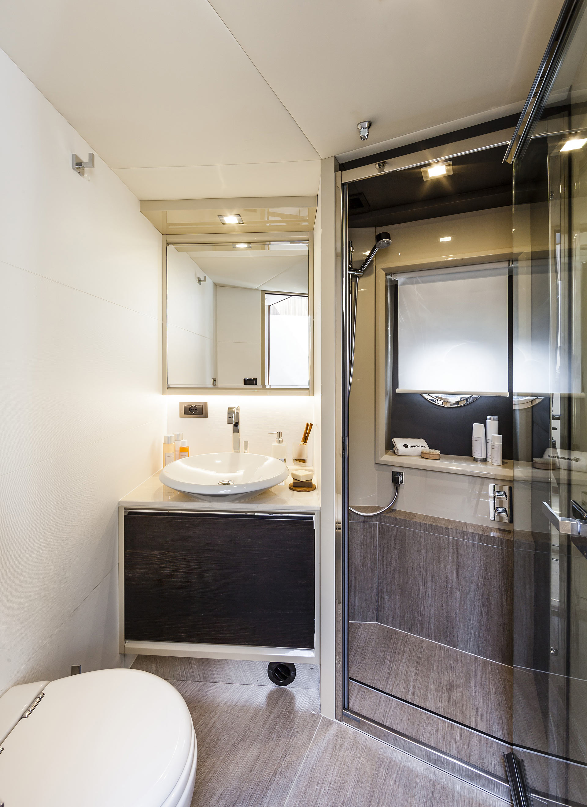 Absolute 60 Fly Yacht Bathroom Head
