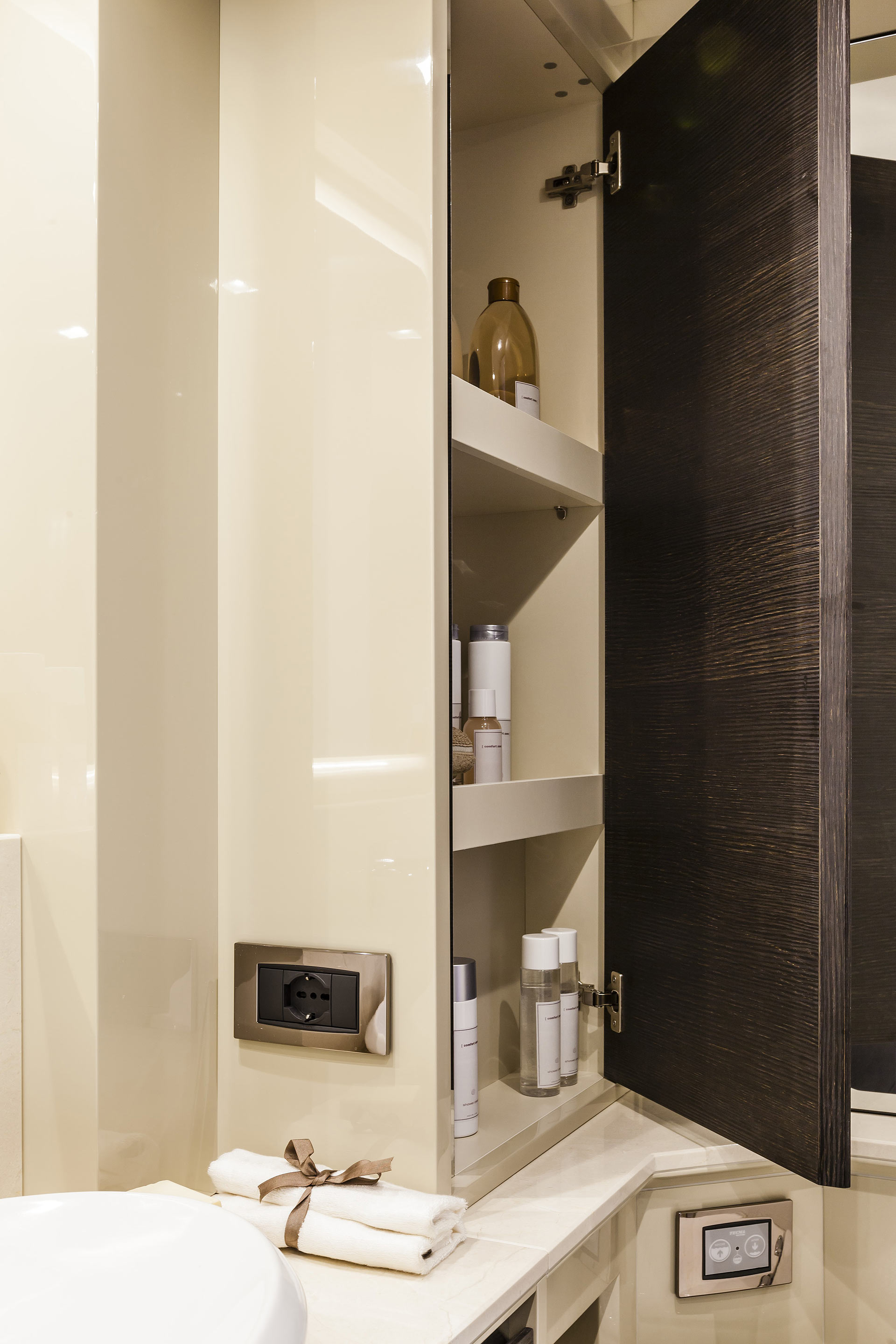 Absolute 60 Fly Yacht Bathroom Storage