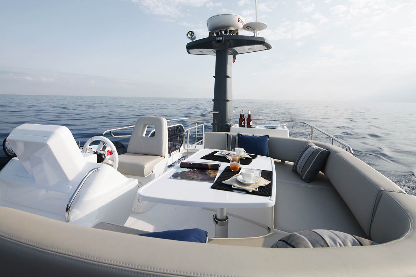 Azimut Magellano 43 Flybridge Seating