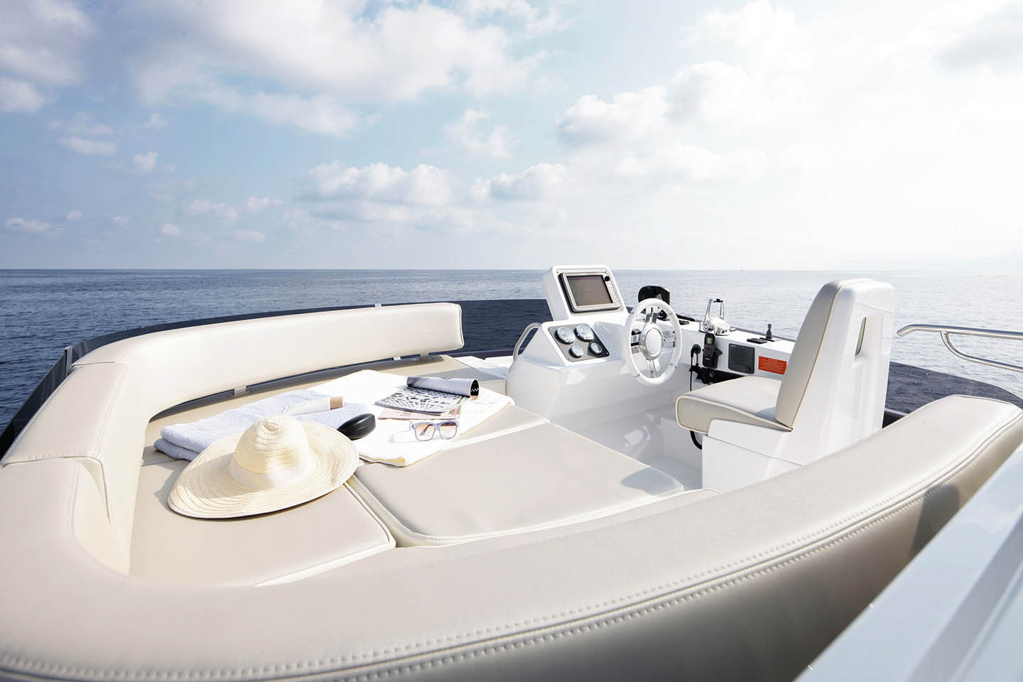 Azimut Magellano 43 Yacht Flybridge View
