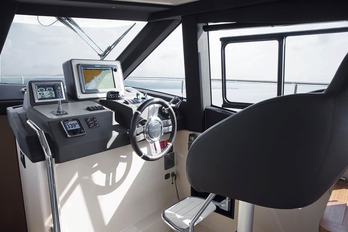 Azimut 43 Magellano Lower Helm