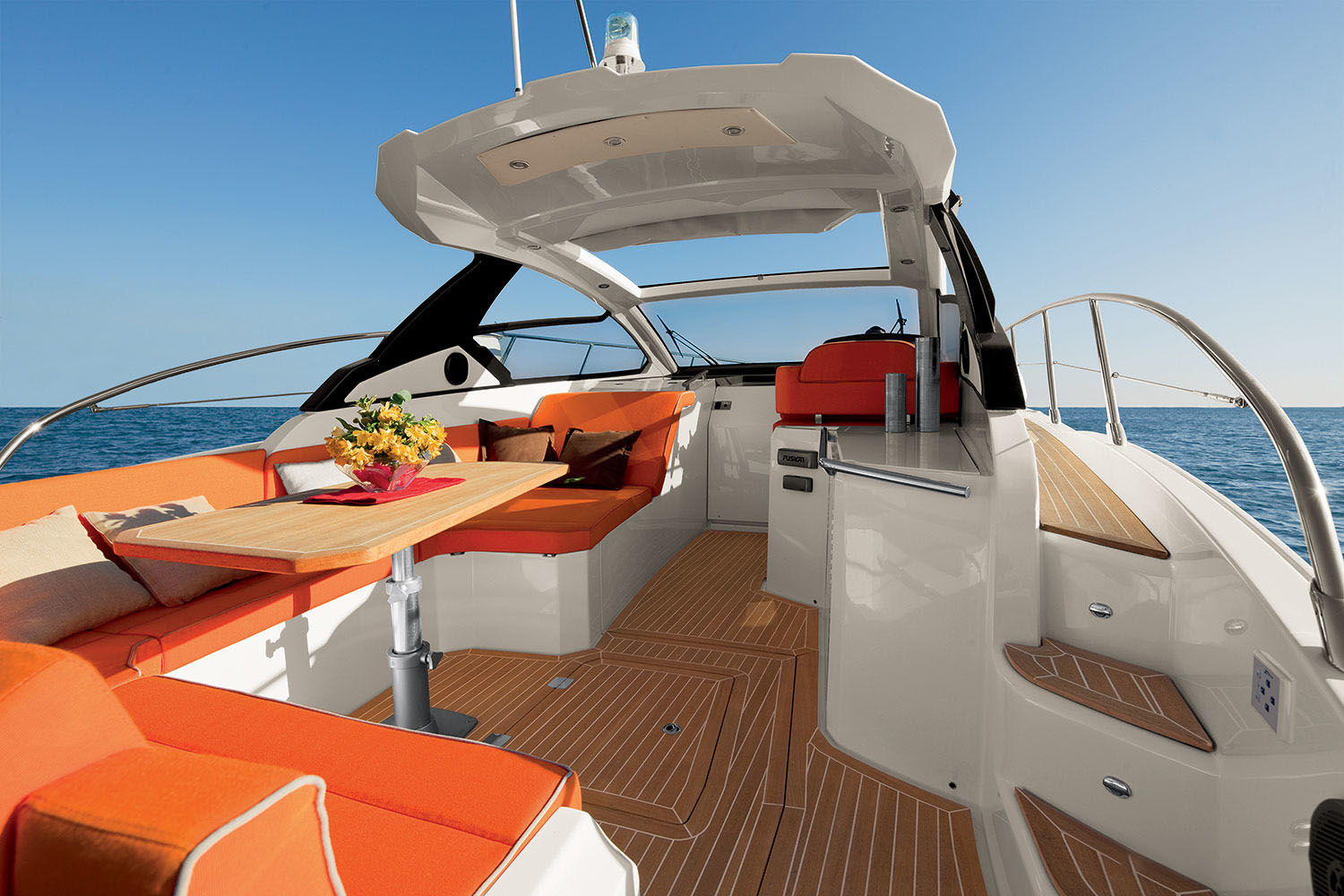 Azimut Atlantis 38 Main Deck