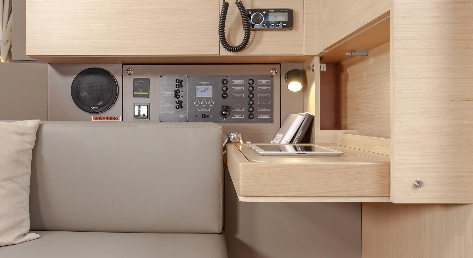 Beneteau Oceanis 35.1 Chart Table