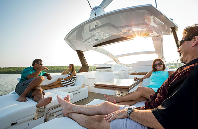 Cruisers Yachts 39 Express Aft deck