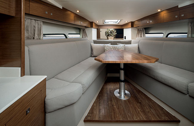 Cruisers Yachts 39 Express Coupe Lower Salon
