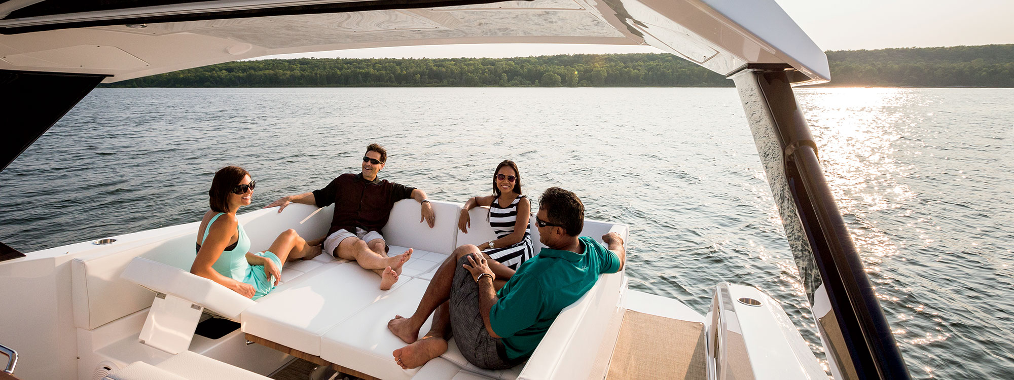 Cruisers Yachts 39 Express Coupe Entertaining
