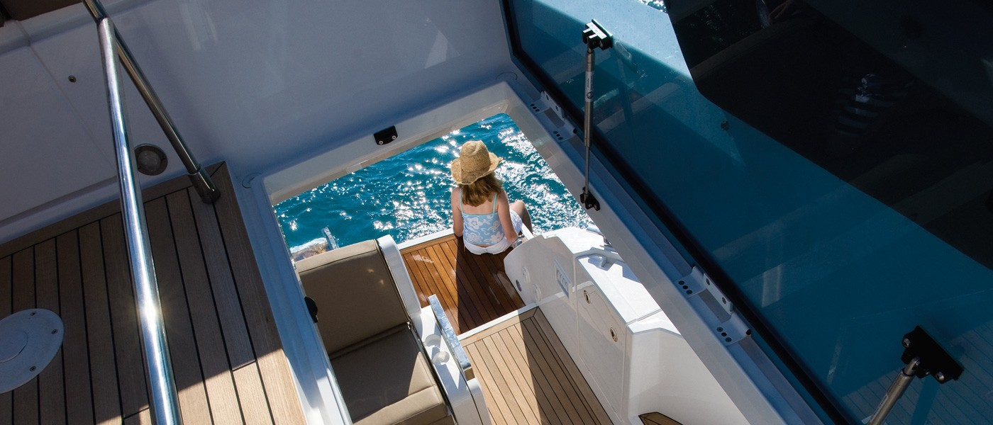 Fairline 42 Squadron Yacht Flybridge Stairs