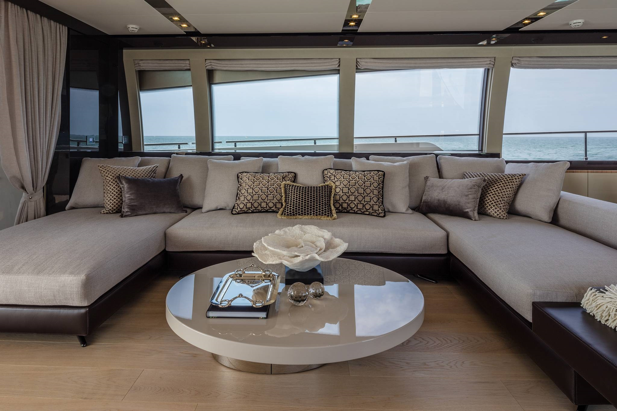 2016 Ferretti Yachts Luxury Salon Sofa