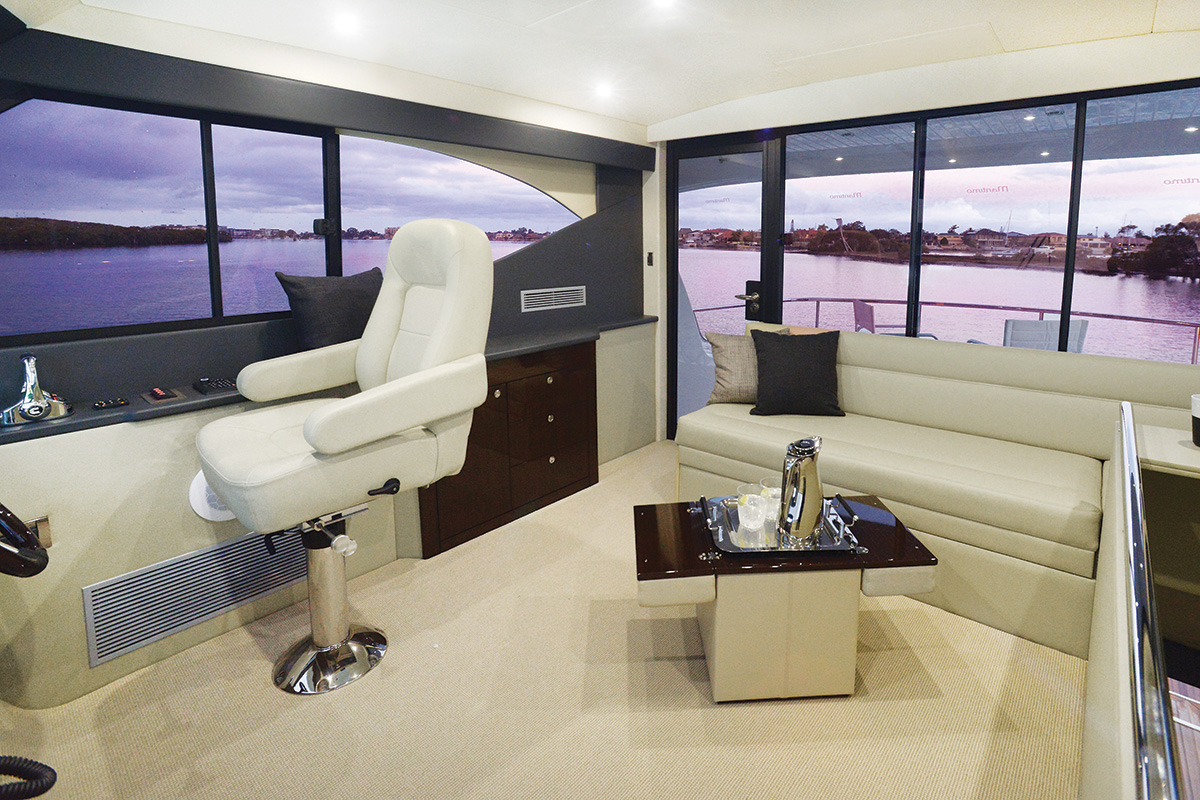 Maritimo M51 Enclosed Flybridge Bed
