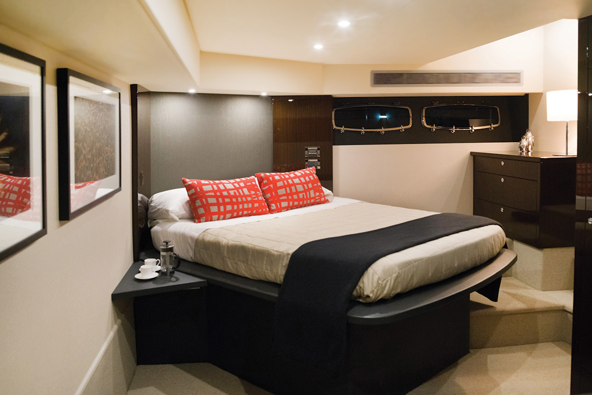 Maritimo M51 Enclosed Flybridge Yacht Master Stateroom