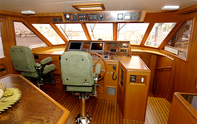 Offshore 58 Pilothouse