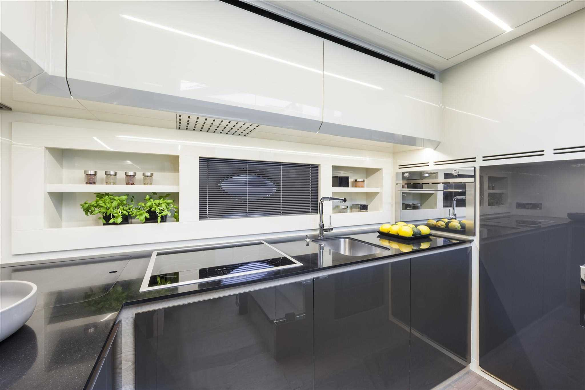2018 Pershing 70 Yacht Galley