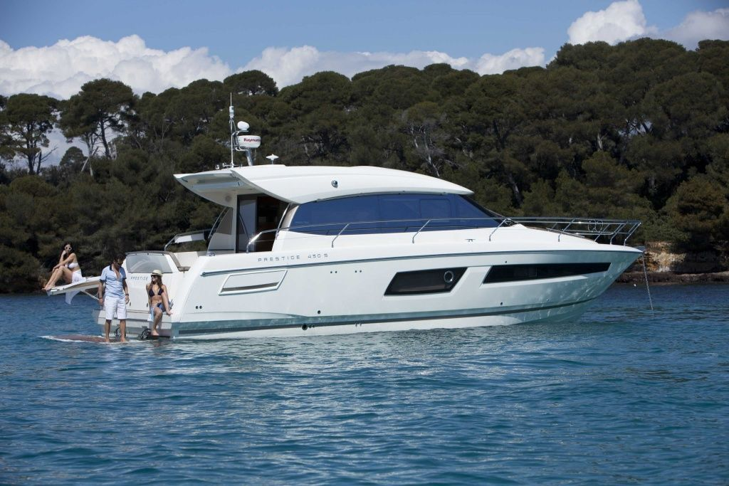 Prestige 450S Luxury Yacht at Anchor