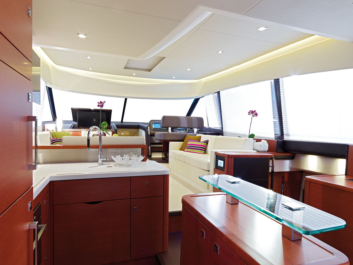Prestige 550 Fly Yacht Galley Salon