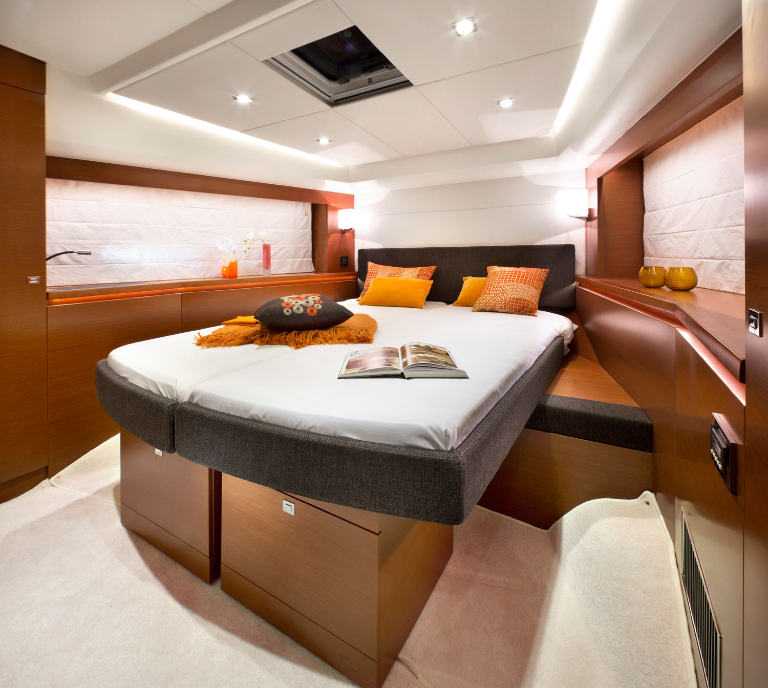 Prestige 550 Fly Yacht VIP Guest Bed