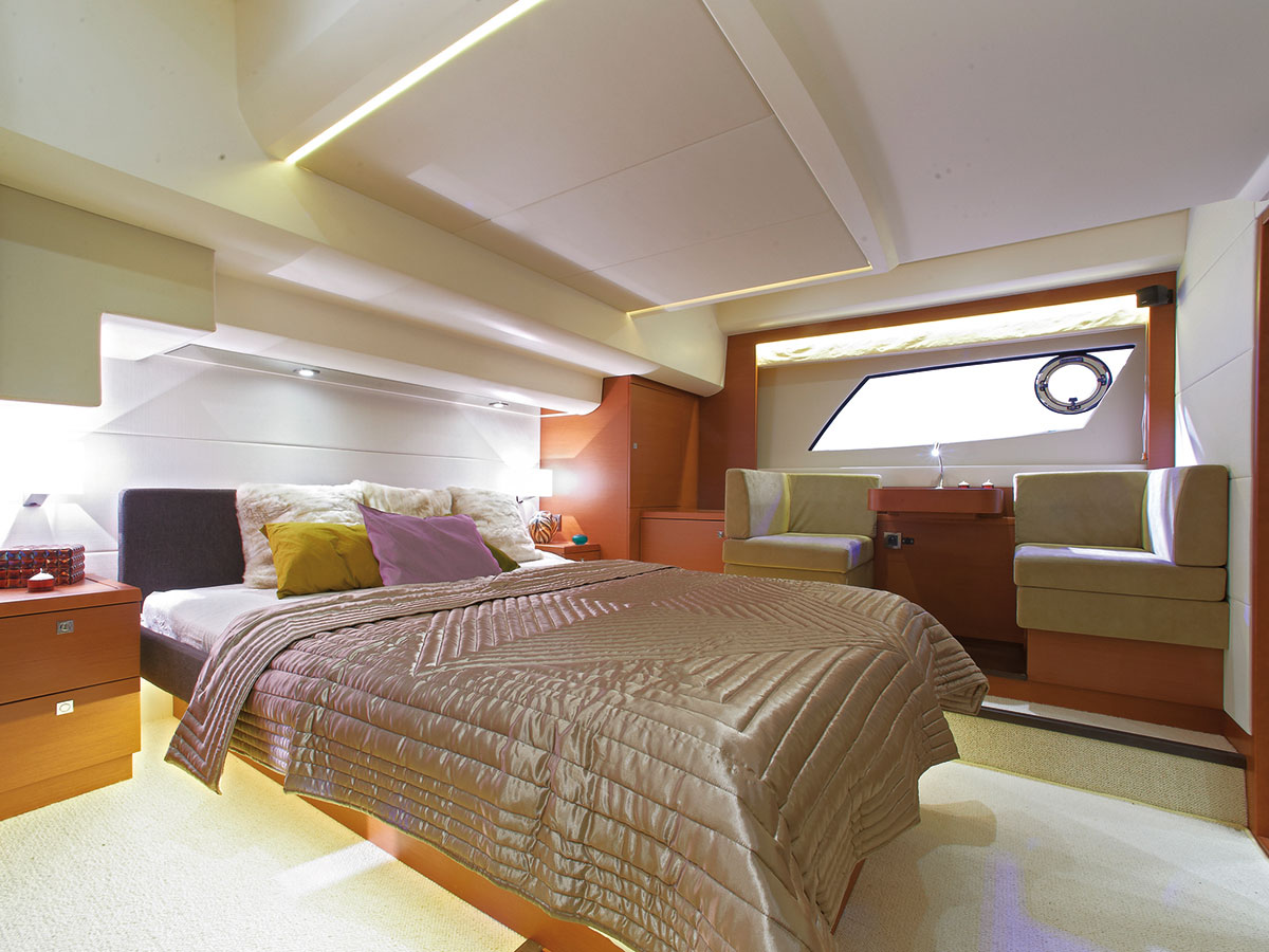 Prestige 550 Fly Yacht Master Stateroom Settee