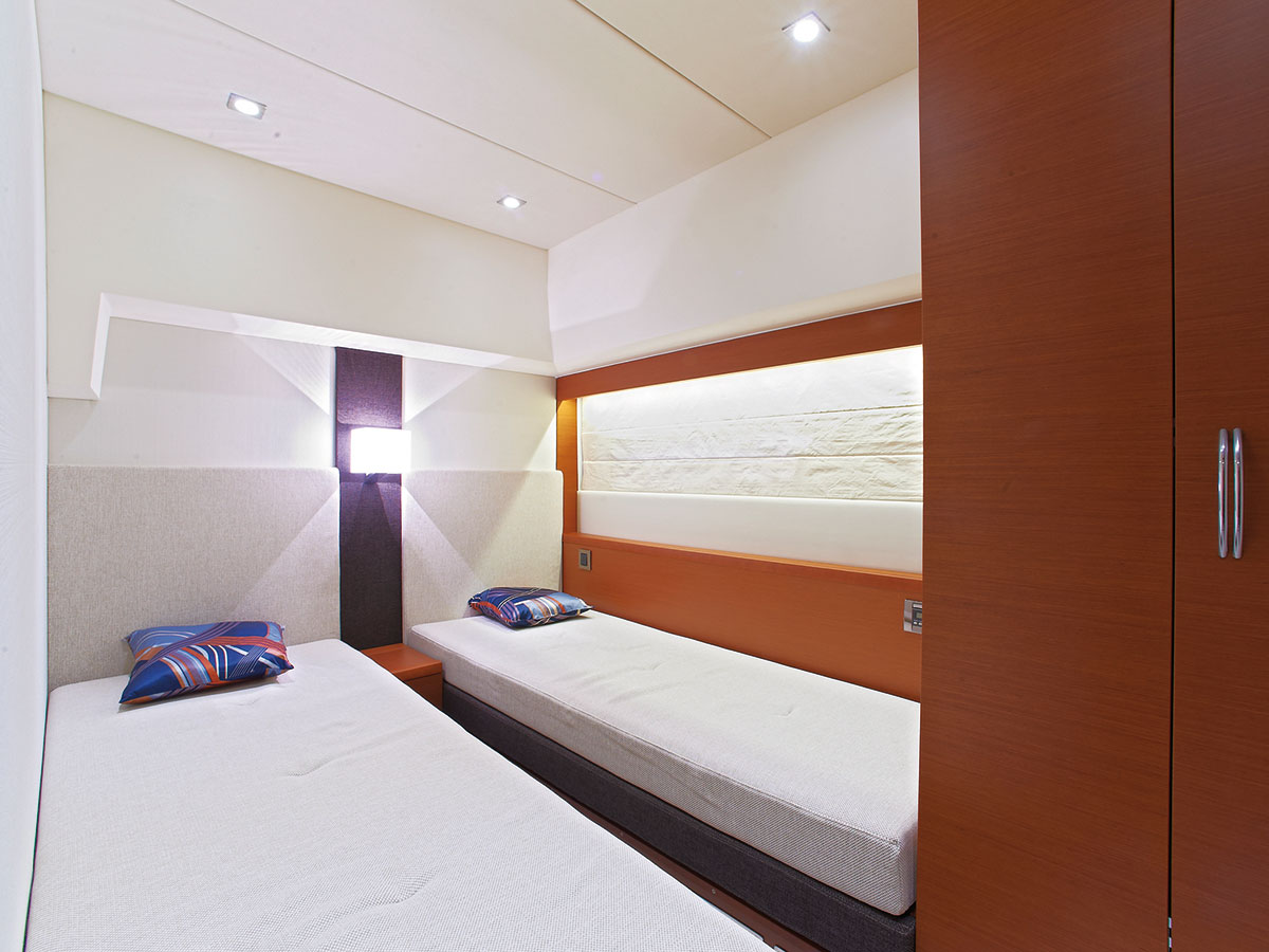 Prestige 550 Yacht Fly Guest Beds