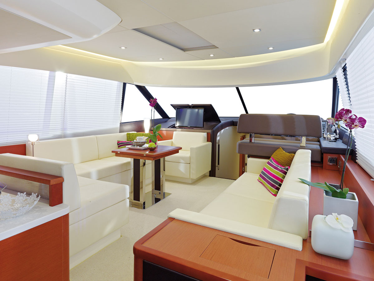 Prestige 550 Fly Yacht Salon