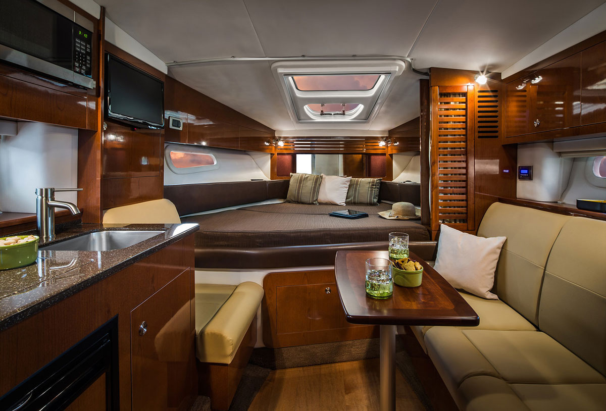 Sea Ray 310 Sundancer Interior