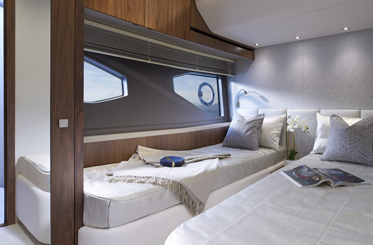 Sunseeker Manhattan 52 Guest Twin