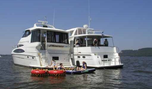 THE JEFFERSON YACHTS 50' SE RIVANNA TAKES THE MITCHELLS RIVER CRUISING