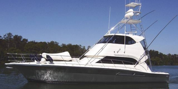 Riviera Yachts 51 Enclosed Flybridge Review - TOTAL FASCINATION