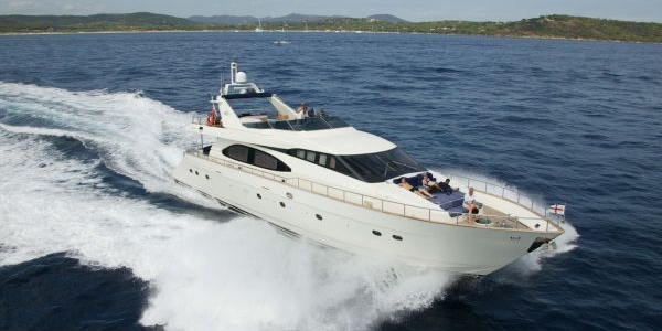 Azimut 85 Ultimate Review - LAP OF LUXURY